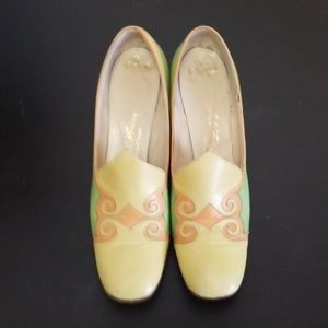 Vintage Saks Fifth Ave Pacelle pumps